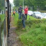 Eisenbahnfans säumen die Strecke